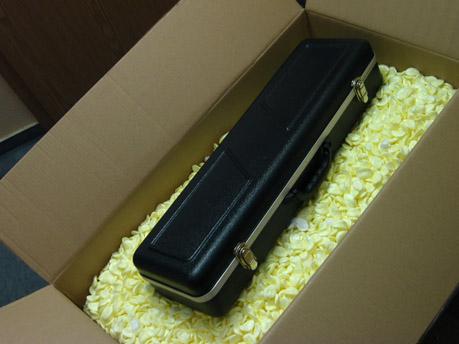 Kiste mit Koffer